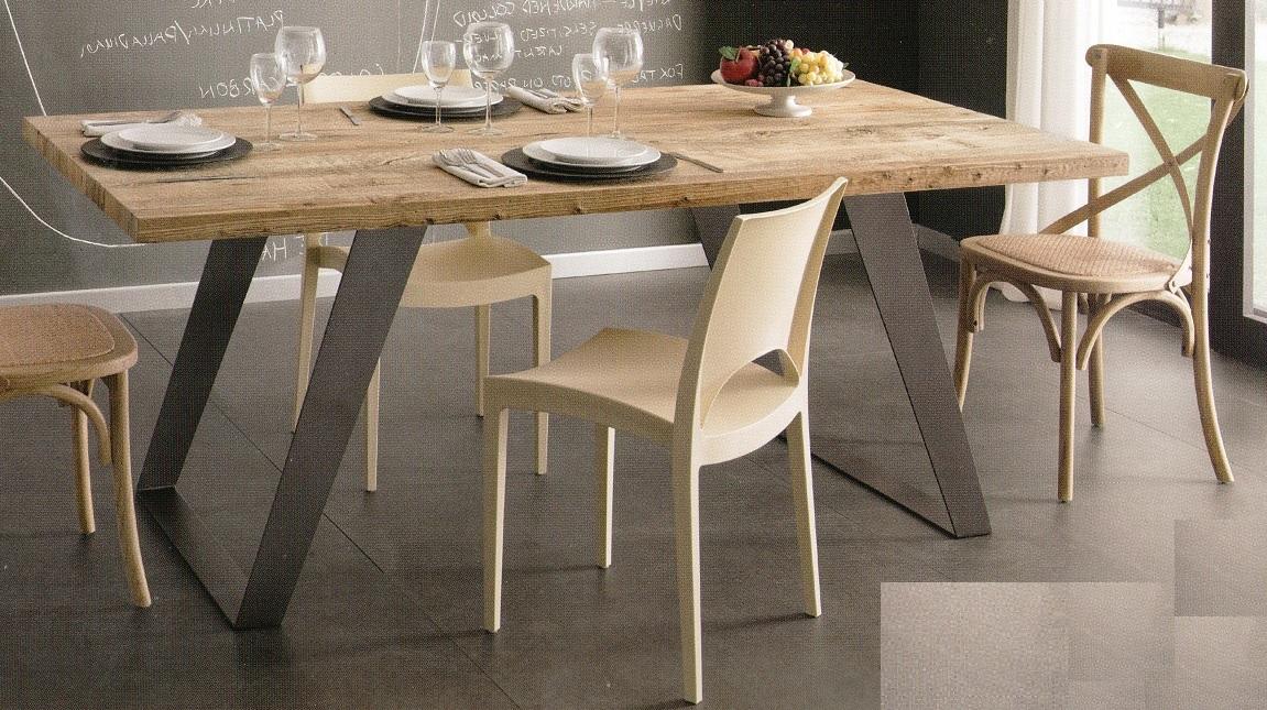 Tavoli tavolini d 39 arredo tavolo legno massello ontano for Tavoli in legno allungabili massello
